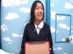 修学旅行中の5人組美少女にペニス舐めさせるwww マジックミラー号 MM号動画