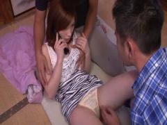 デカパイ美女 奥田咲ちゃんが、おじさんたちに強引に押し倒されてデカチン...