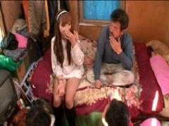 東京○○区○○川の臭いホームレスおじさんたちと小さな小屋でエッチ