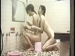 とある女子寮の浴室を隠し撮り! 仲良く洗いあっているのかと思いきやレズ...
