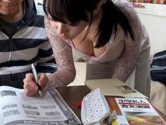 受験を控えた思春期男子校生×現役女子大生家庭教師×教え子の部屋で2人っき...