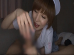 里美ゆりあが看護師さんに扮して患者さんの所へ、パンツを脱がせて巨根を...