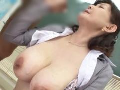 五十路熟女  最強美魔女 53歳には見えない見事な美巨乳 女校長は生徒たち...