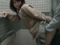 個人撮影 制服援助女子 公衆トイレでハメられフェラ手コキ射精!