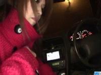 ギャル系痴女な神咲りんかが車内でフェラと手コキで男を責める 無修正
