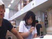 図書館で勉強中に隣の男に手マン痴漢されるJK