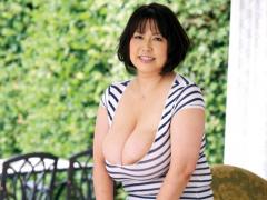 四十路 五十路手前の巨乳ぽっちゃり熟女の乳房はチ○ポをくぎ付けにする超...