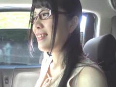 某AVメーカーの衣装を担当しているというメガネをかけた巨乳娘がAV出演!
