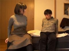 コスプレ専門店で働くJカップおっぱぶ嬢をヤリ部屋に連れ込み