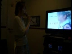 素人羞恥 個人撮影 カラオケ店でパイパンマンコを晒しながら歌う素人娘!