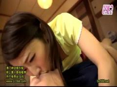 旦那のペニスを手コキして敏感射精させる篠田あゆみちゃん