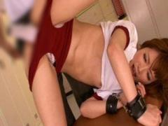 更衣室で体操服&ブルマで両手を拘束された女子校生を指マン、バイブ、電マ...