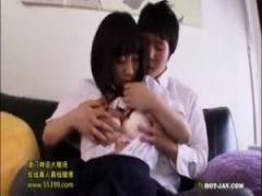 JK篠宮ゆり 童顔制服jkが彼氏を家に招き入れてエッチし始めてフェラチオし...