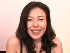ドスケベな美熟女が初アナルに挑戦! 3Pでマムコとアナルに同時挿入されて...