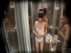 MM号 お団子が激カワな水着女子と男友達が素股マッサージを体験。ち○ぽが...