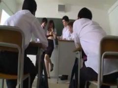 美人教師が教室でクラスの男子生徒たちに犯される輪姦SEX