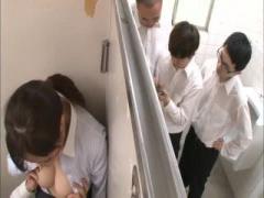長身でもうすぐ還暦の五十路人妻教師が学校の男子トイレで生徒に犯され大量潮吹き