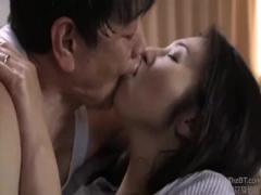 人妻NTR 欲求不満の人妻が新たな発見! 夫を裏切る接吻がこんなに気持ちい...