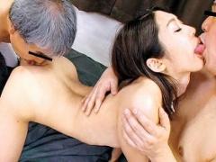 臭いチンポが好きだというスケベ若妻の不倫3Pセックス