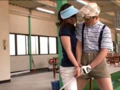 M男 誰かに見られてるかもしれないゴルフ場でチ〇ポを貪る痴女っ痴女