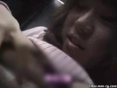 痴漢動画 電車の車内でめちゃくちゃに痴漢されちゃう素人娘たち