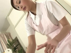 無修正 3P 美しい白衣の天使が手こきフェラしてから過激な指マンと玩具で...