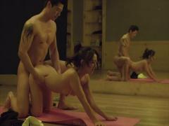 韓国人セックス エアロビの美女生徒とエッチしちゃうイケメンムキムキ先生