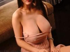 爆乳モデル 中国美女のおっぱいの存在感が凄まじ過ぎる
