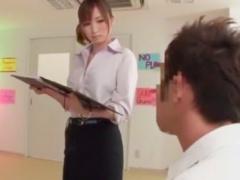 魅力的な先生が童貞生徒に性の手ほどき。脚コキでイッちゃった!
