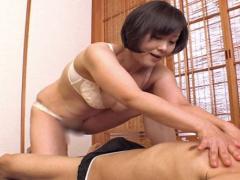 円城ひとみ セックスレスで欲求不満な人妻はまずはマッサージを習いに来たwww