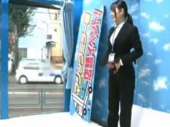 パンツスーツ姿のサバサバしたSOD女子社員、ADがマジックミラー号の片付け...