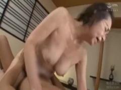 五十路 若い男の匂いにアソコが疼いてきちゃった…ドスケベ女教師