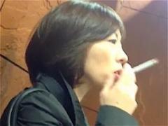 個人撮影 人妻ナンパ?会社で喫煙する熟女を口説いてみたw