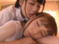 レズ 美しい天使達の耳なめコレクション! 寝ている女の子をもう一人が優し...