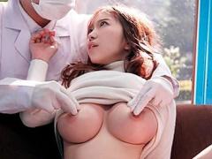 元CAのスレンダー巨乳人妻を乳輪ケアと称して誘い込み、乳首を執拗に揉み...