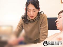 CFNM おっきぃ  美熟女さんがおっきなおちんちん手コキしながらご奉仕した...