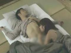 眠るお兄ちゃんの上でおっぱいをまさぐりながら自慰に没頭したりおしっこ...