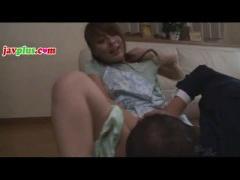 S級スレンダー美女 希崎ジェシカちゃんが、旦那さんの前で自宅に侵入して...