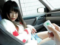主観映像 美少女と恋人目線でドライブデート! 車の中で股間を触られリモコ...