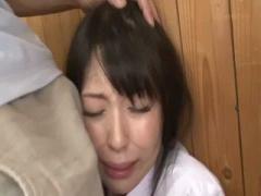 女子校生 制服姿の女子校生JKの、潮吹き万引きイラマチオプレイエロ動画! !