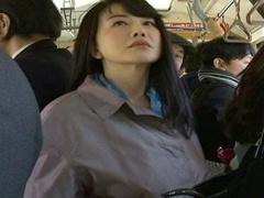 五十路潮吹き痴女! 満員バスでめぼしい男を見つけては視線で誘惑、互いの...