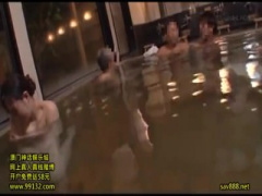 混浴温泉チカン! 湯船で触られ逃げ出す巨乳女子を執拗に追いかけ挿入