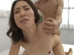巨乳でスレンダー人妻がバックで連続ピストンされ喘ぎまくり! 中出し膣内射精