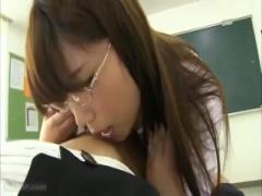 先生の爆乳のせいで生徒がおかしくなっちゃう… 押しに弱すぎるドMなデカ乳...