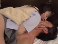 美人痴女JKを痙攣絶頂させる濃厚ベロチューセックス!