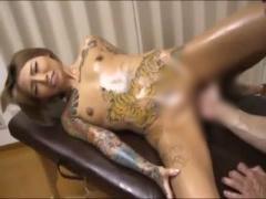ド派手刺青姿で激しいタトゥーセックスをする黒ギャルが淫乱痴女ビッチす...