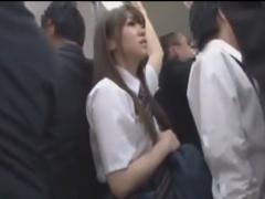 満員電車で通学中のJKを手マン痴漢動画