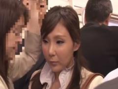 満員電車でM男をフェラ&手コキ逆痴漢する痴熟女の動画