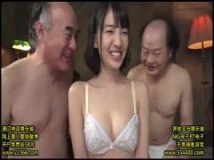 生理的に無理な社会不適合者のキモメン達に囲まれて全身舐められる巨乳美女!