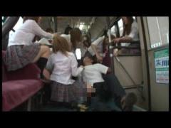 バスの中で制服JKの集団に足で踏まれたり暴行されたりするM男が裏山www